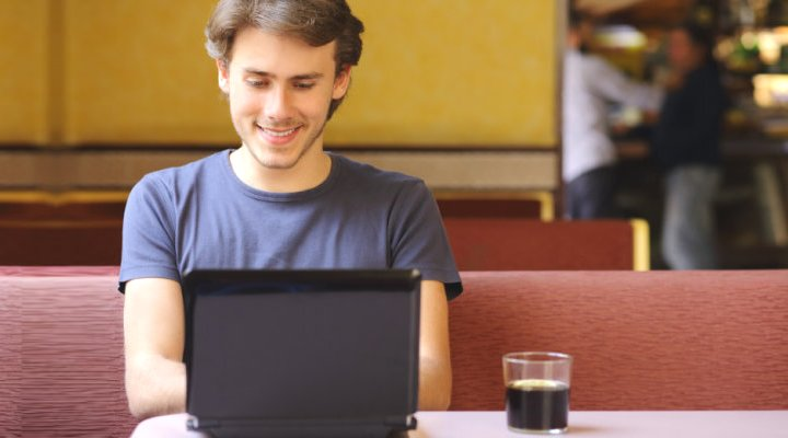 3 Part time jobs that are ideal for college students